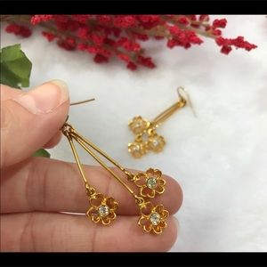 VINTAGE Gold Floral Dangle Earrings w/ diamond